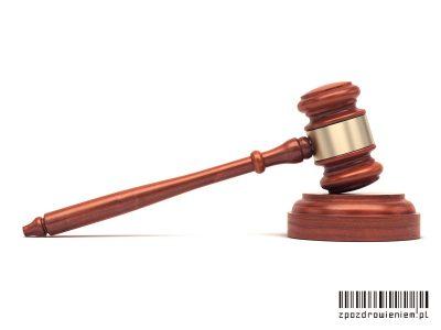 wyrok sąd młotek zpozdrowieniem adwokat zurzędu