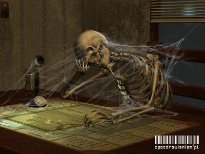 Skarga na przewlekłość postępowania zpozdrowieniem; szkielet przed biurkiem